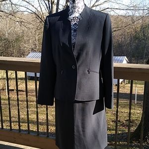 Tahari size 10 black striped business suit